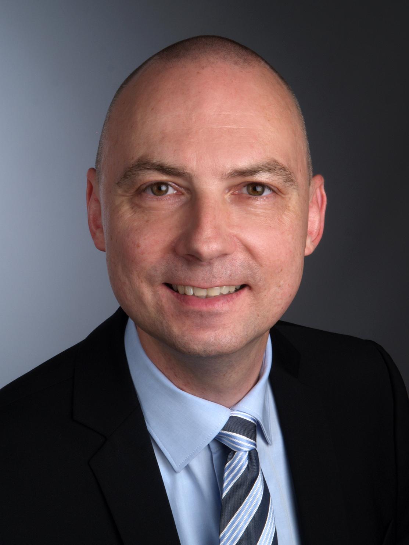 Jens-<b>Peter Gaul</b> hat heute das Amt des Generalsekretärs der <b>...</b> - FotoGaul.11-15_01